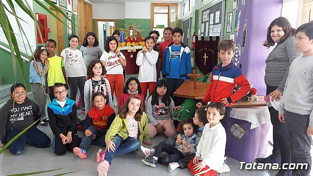 "The children of CEIP ""LA CRUZ"" create an exhibition on Easter"