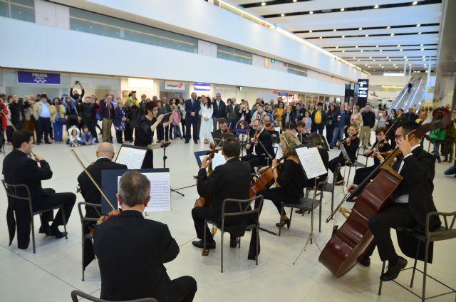 Primer concierto de la Orquesta Sinfónica  en el Aeropuerto Internacional - 1, Foto 1