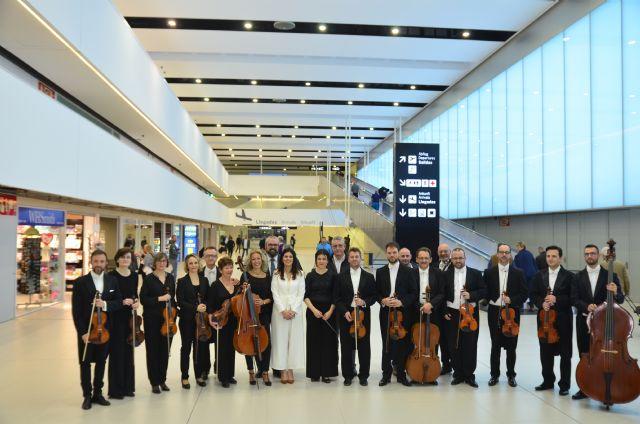 Primer concierto de la Orquesta Sinfónica  en el Aeropuerto Internacional - 2, Foto 2