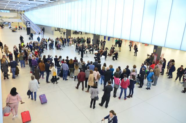 Primer concierto de la Orquesta Sinfónica  en el Aeropuerto Internacional - 3, Foto 3