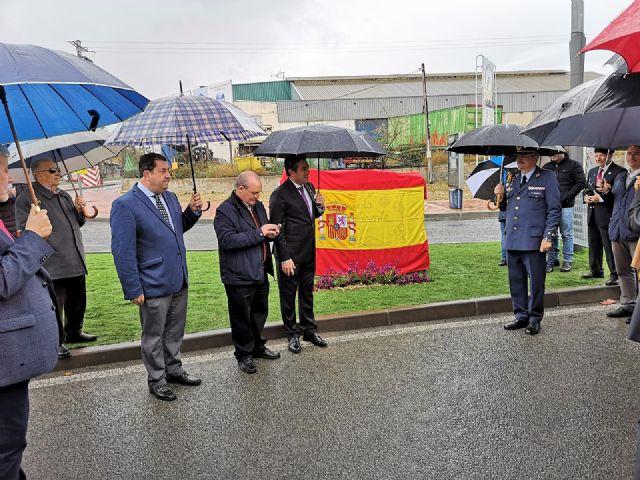 Ni la lluvia privó hoy el descubrimiento de las placas que dan nombre a la avenida Cristo Yacente en Alcantarilla - 5, Foto 5