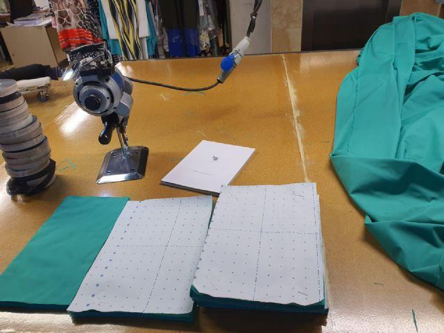 Laura Bernal fabrica mascarillas para hospitales de Murcia - 3, Foto 3