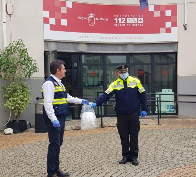 La Dirección General de Emergencias entrega a la Policía Local y Protección Civil varios lotes de mascarillas para su plantilla y voluntarios - 2, Foto 2