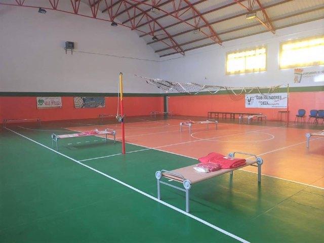 El Ayuntamiento, en colaboración con Cruz Roja, abre un albergue para personas sin hogar en el Polideportivo Mariano Rojas - 1, Foto 1