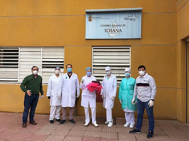 La Hdad. de La Cleofé dona material sanitario a los Centros de Salud de Totana y profesionales - 2, Foto 2