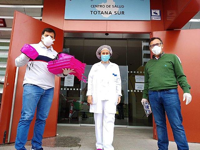 La Hdad. de La Cleofé dona material sanitario a los Centros de Salud de Totana y profesionales - 3, Foto 3