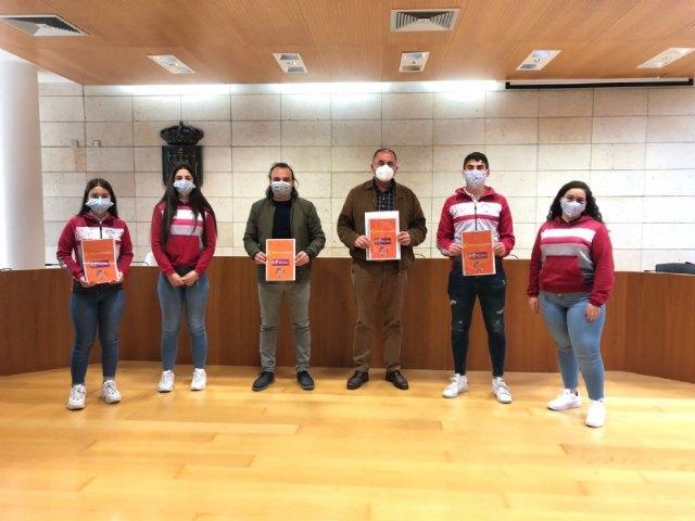El alumnado del Colegio Reina Sofía presenta a las autoridades locales el Proyecto #Merezcounacalle, Foto 1
