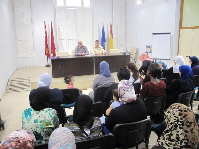 Los talleres de la concejalía de Servicios Sociales promueven la integración de 40 mujeres inmigrantes - 1, Foto 1