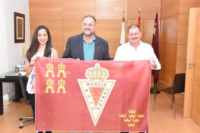 El Ayuntamiento de Totana se suma a la iniciativa #balconesgranas