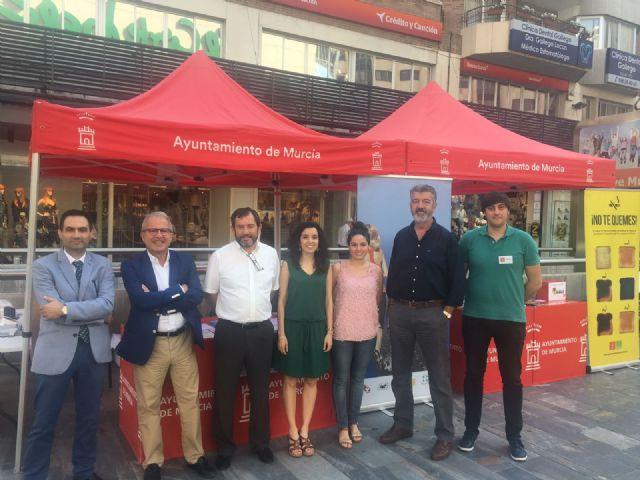 El Ayuntamiento de Murcia se suma al 'Menos cajetillas y más zapatillas' en el Día Mundial sin Tabaco - 1, Foto 1