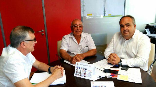 El concejal de Descentralizacion exige a la Direccion General de Transportes que firme la autorizacion para instalar la parada de autobus en Playa Paraiso - 1, Foto 1