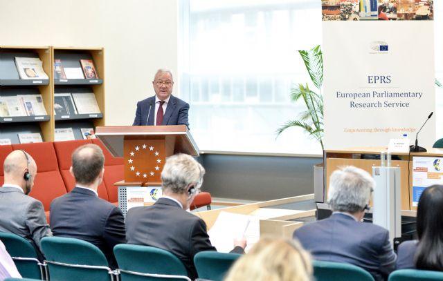 Valcárcel afirma que el euro se enfrenta a un desafío democrático que se supera con voluntad política - 1, Foto 1