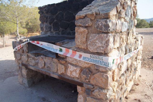 Desde hoy queda terminantemente prohibido realizar fuegos en las barbacoas habilitadas en Sierra Espuña