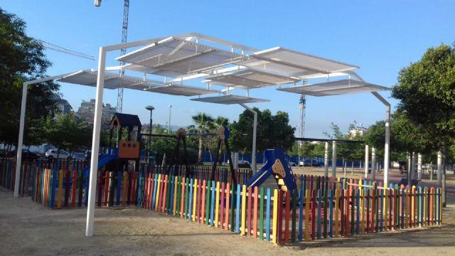 La zona infantil del Carril de los Iniestas de Santiago y Zaraiche ya dispone de sombraje - 1, Foto 1