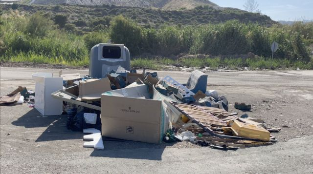 Los vecinos de las zonas rurales de Águilas demandan que se mejore la dotación de contenedores - 1, Foto 1