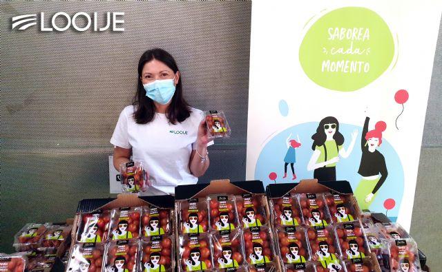 Looije dona 2.340 tarrinas de tomate cherry Sarita entre personas vacunadas y sanitarios de Águilas - 1, Foto 1