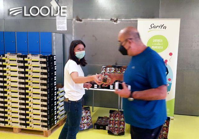 Looije dona 2.340 tarrinas de tomate cherry Sarita entre personas vacunadas y sanitarios de Águilas - 2, Foto 2