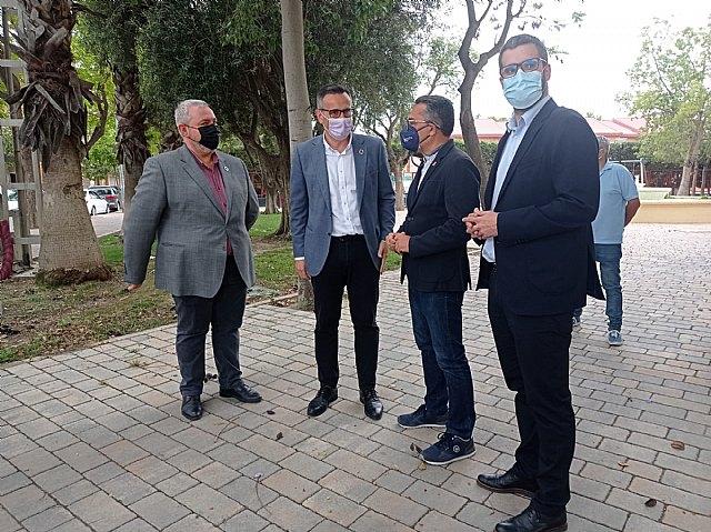 Fernando González (3º izq.) junto a miembros del PSRM-PSOE, Foto 4