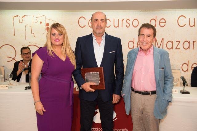 Miguel Sánchez Robles recibe su premio como ganador de los XXXIII cuentos Villa de Mazarrón - 1, Foto 1