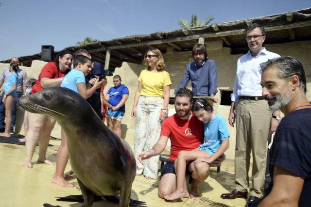 Zooterapia con leones marinos para potenciar las capacidades de los niños en la Escuela de Verano Adaptada de Terra Natura - 1, Foto 1