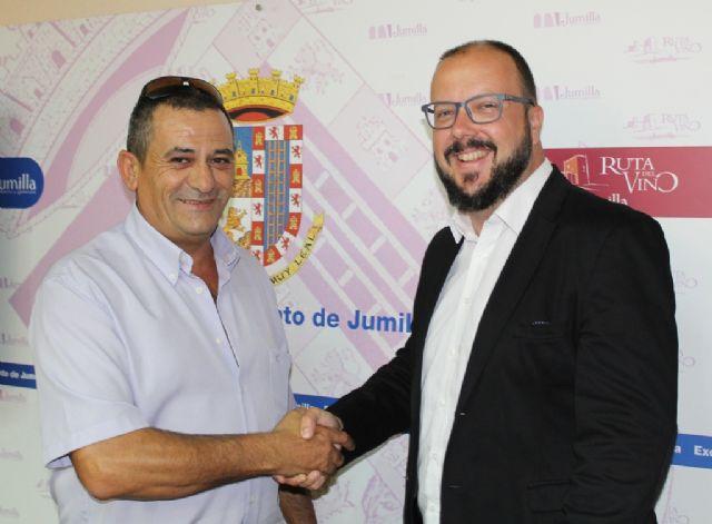 Los funcionarios del Ayuntamiento de Jumilla, los primeros de toda la Región en recuperar parte de sus derechos perdidos - 1, Foto 1