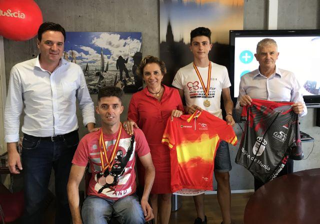 La consejera de Educación, Juventud y Deportes se reúne con el campeón de España de Mountain Bike en la categoría junior - 1, Foto 1