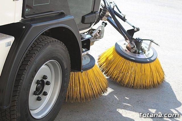 Se presenta la nueva maquinaria adquirida por la concesionaria del servicio de limpieza viaria y recogida de residuos sólidos urbanos, Foto 4