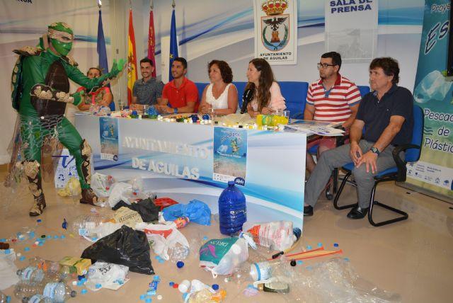 El Ayuntamiento pone en marcha el Proyecto Escalpito encaminado a convertir a los ciudadanos en pescadores de plásticos - 1, Foto 1