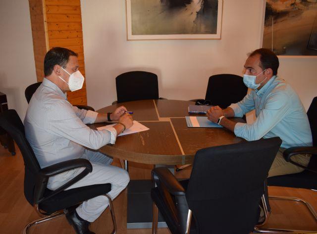 El alcalde se reúne con el gerente del consorcio de residuos sólidos urbanos y visitan el eco parque de Mazarrón - 1, Foto 1
