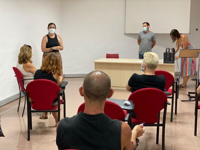 Formación para auxiliares del servicio de apoyo a cuidadores y terapias rehabilitadoras - 3, Foto 3