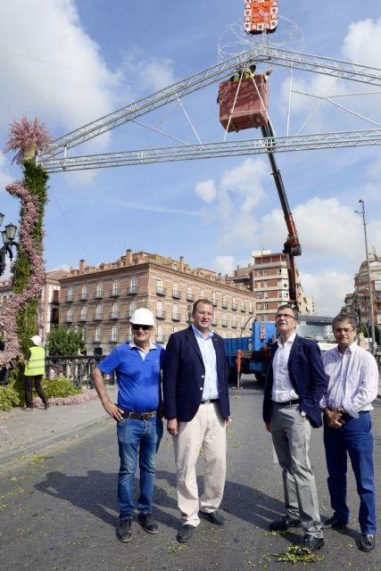 Murcia amanecerá mañana con los históricos arcos de flores para recibir a la Fuensanta - 2, Foto 2