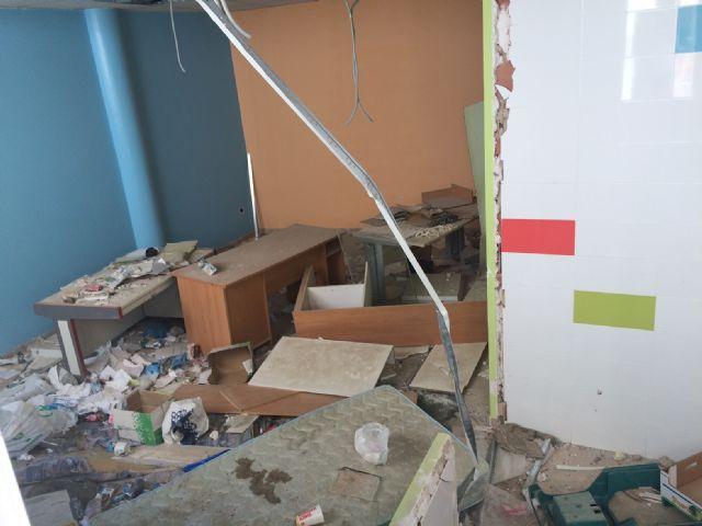 El PSOE denuncia el estado de abandono en el que se encuentra el local de la Asociación ASPROSOCU - 1, Foto 1