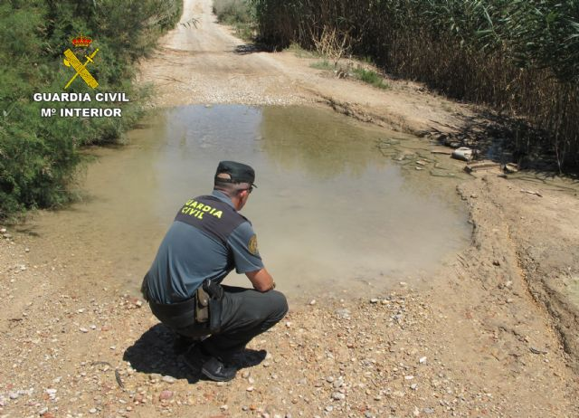 La Guardia Civil investiga al responsable de una granja por vertidos ilegales de purines - 5, Foto 5