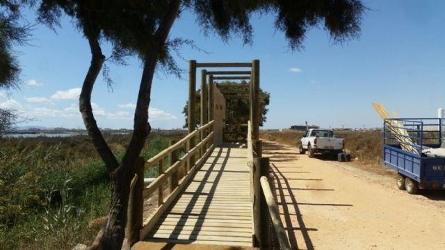 Continúan las obras de mejora en el sendero de Los Tarays del parque regional Salinas y Arenales de San Pedro del Pinatar - 1, Foto 1