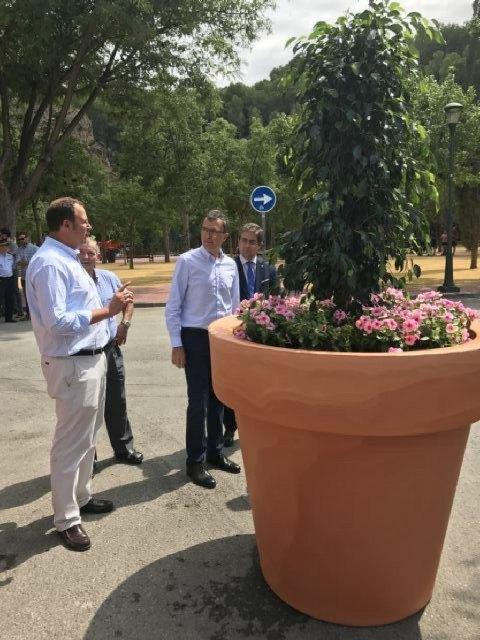 El Ayuntamiento instala 24 grandes maceteros para reforzar la seguridad en el entorno del Santuario de la Fuensanta - 2, Foto 2