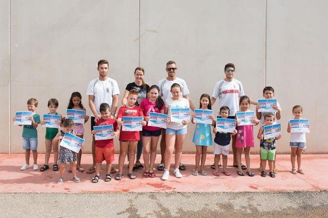 150 alumnos completan los cursos de natación municipales, Foto 1