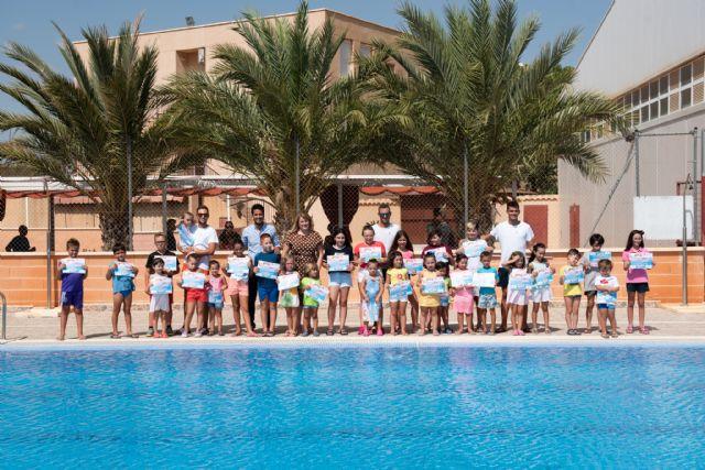 200 alumnos completan su formación en los cursos de natación municipales - 1, Foto 1