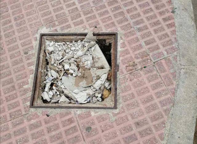 PP: el pueblo sigue sucio, sin limpiar, con desperfectos y desaparición de mobiliario urbano - 2, Foto 2