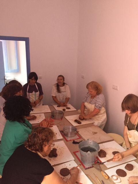 Veintidós mujeres participan en el Taller de Cerámica puesto en marcha por la concejalía de Igualdad - 1, Foto 1