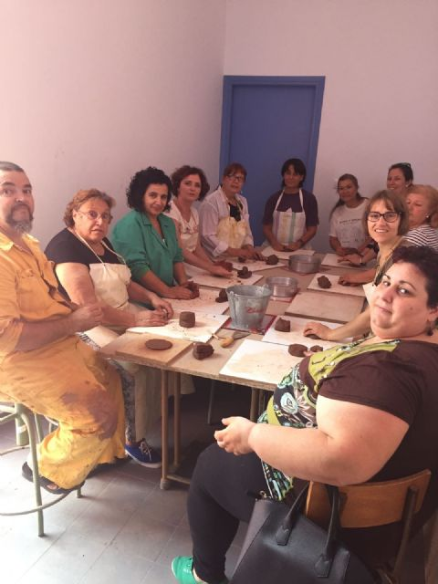 Veintidós mujeres participan en el Taller de Cerámica puesto en marcha por la concejalía de Igualdad - 2, Foto 2