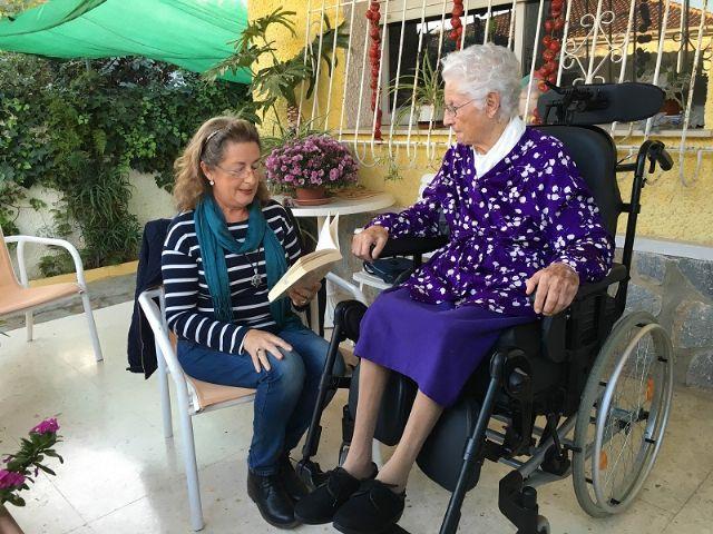 La biblioteca de San Javier gana un Premio especial de convivencia intergeneracional dotado con 6000 euros y otros 1700 en libros - 1, Foto 1