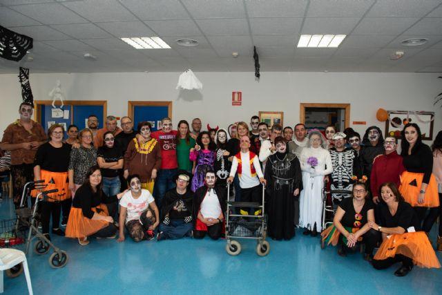 Los usuarios del Centro de Día de Oersonas con Discapacidad celebran Halloween, Foto 1