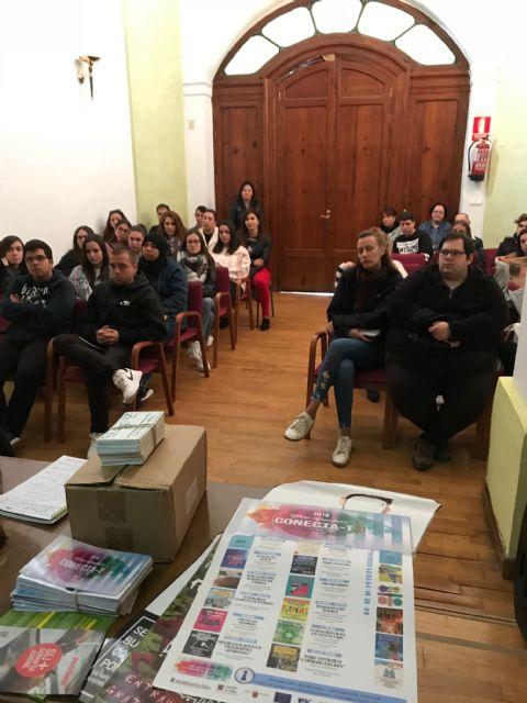 Estudiantes de Animación Sociocultural y de Integración Social visitan la Concejalía de Juventud en Torre Pacheco - 2, Foto 2