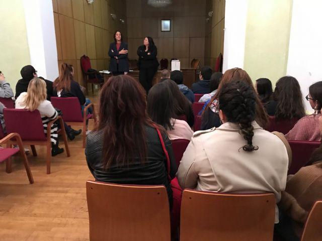 Estudiantes de Animación Sociocultural y de Integración Social visitan la Concejalía de Juventud en Torre Pacheco - 3, Foto 3