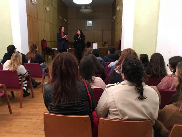 Estudiantes de Animación Sociocultural y de Integración Social visitan la Concejalía de Juventud en Torre Pacheco - 4, Foto 4