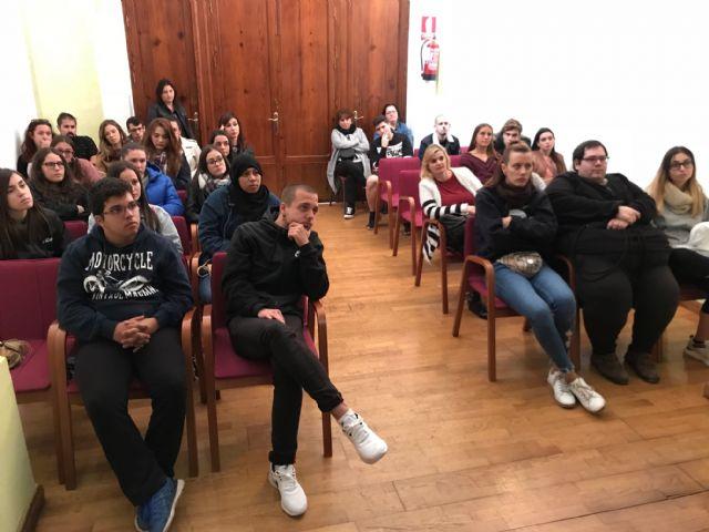 Estudiantes de Animación Sociocultural y de Integración Social visitan la Concejalía de Juventud en Torre Pacheco - 5, Foto 5
