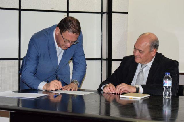 El alcalde firma el protocolo para la asistencia a personas con trastorno mental y drogodependietes, Foto 2