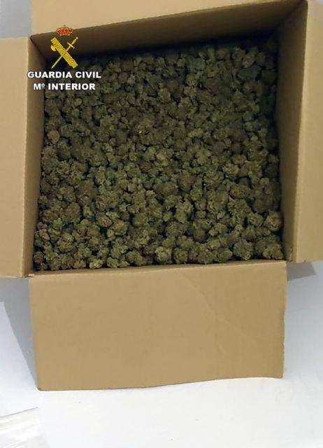 La Guardia Civil detiene en ruta a un conductor con seis kilos de marihuana - 1, Foto 1