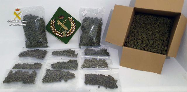 La Guardia Civil detiene en ruta a un conductor con seis kilos de marihuana - 3, Foto 3