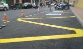 Realizan trabajos de repintado de la señalización horizontal en algunas calles del centro urbano de Totana